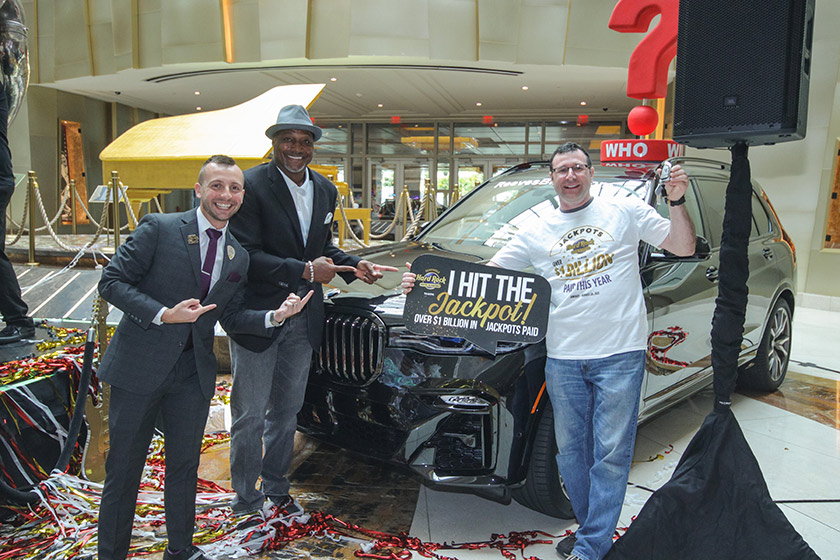 Jackpot Winner in front of BMW prize
